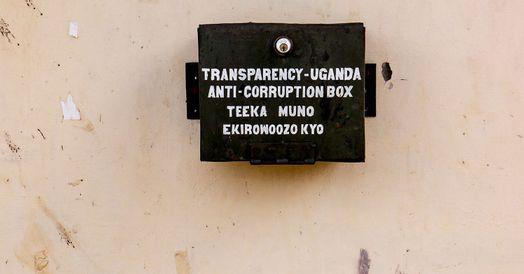 Klageboks hænger på mur i Uganda
