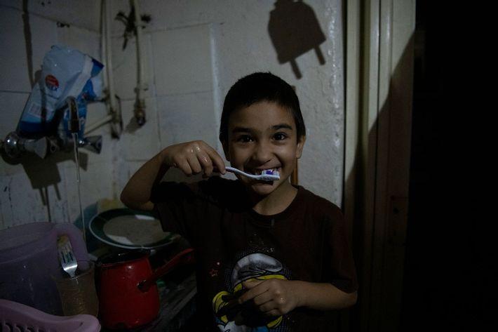Dreng børster tænder, Beirut