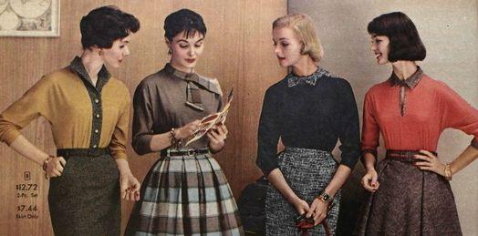 Fire vintage kvinder står på række
