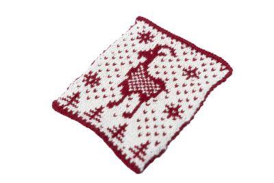 En strikket grydelap med gede motiv.