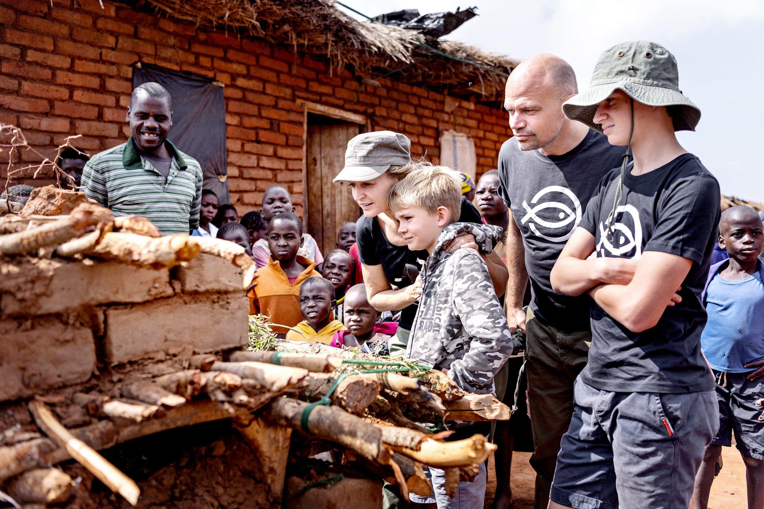 Annette Heick og familie i Malawi med Giv en ged